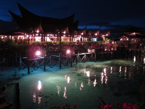 mabul-water-bungalows-evening
