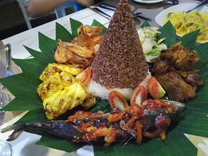 On our last day at the resort, we had a treat to Nasi Tumpeng, a local special dish
